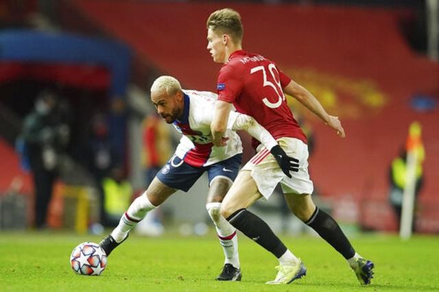 Man Utd thất bại đắng ngắt trên sân nhà trước PSG - 15
