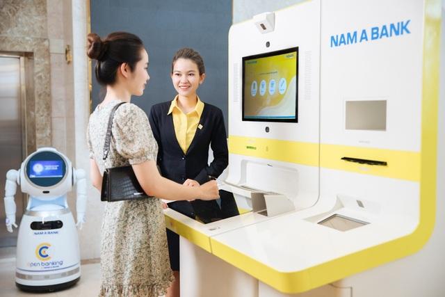 Dịch vụ xuất sắc - đòn bẩy giúp ngân hàng phát triển bền vững - 2