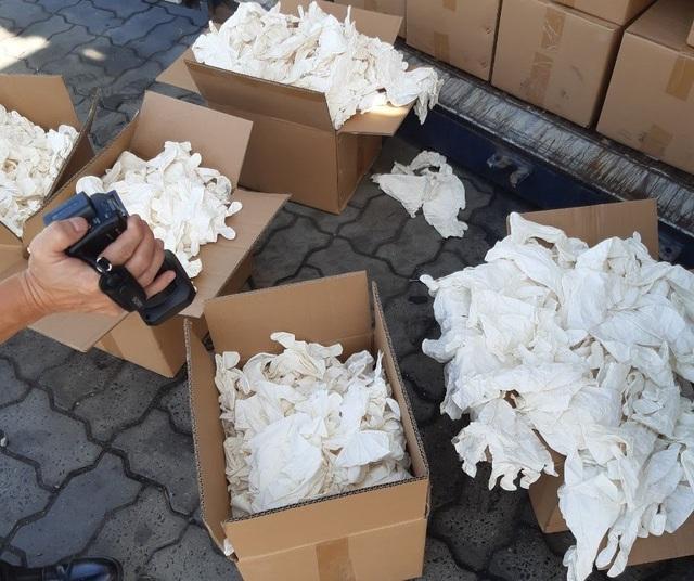 TP.HCM: Bắt 2 container găng tay cũ, bẩn từ Trung Quốc nhập vào Việt Nam - 5
