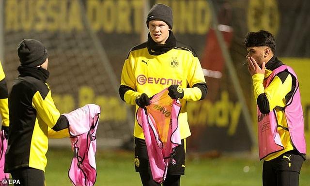Vắng Erling Haaland, Borussia Dortmund bị Lazio cầm hòa trên sân nhà - 1