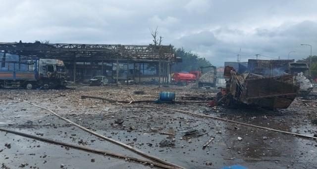 Vụ cháy nổ lớn gần biên giới: Do cán bộ hải quan chọc trúng pháo lậu - 1