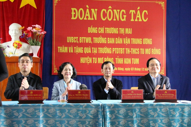 Trưởng ban Dân vận Trung ương, Bộ trưởng Bộ GDĐT thăm các trường ở Kon Tum - 3