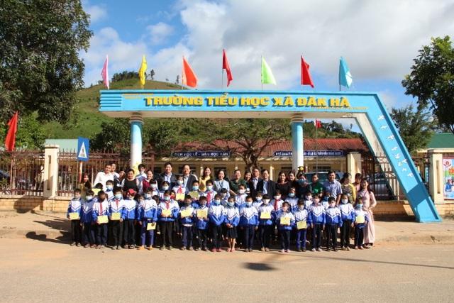 Trưởng ban Dân vận Trung ương, Bộ trưởng Bộ GDĐT thăm các trường ở Kon Tum - 4