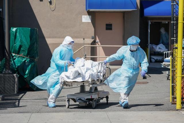 Mỹ có trên 3.100 người chết vì Covid-19 trong ngày, xô đổ mọi kỷ lục - 1