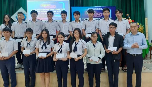 Phú Yên: Tặng 500 triệu đồng cho công tác khuyến tài, khuyến học - 1