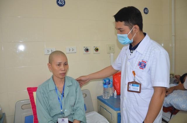 Xót xa cảnh cô giáo mầm non đau đớn chống chọi bệnh ung thư quái ác - 2
