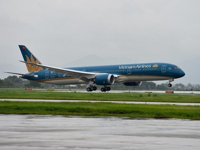 Vietnam Airlines xem xét sa thải tiếp viên nhiễm Covid-19 vi phạm cách ly - 1
