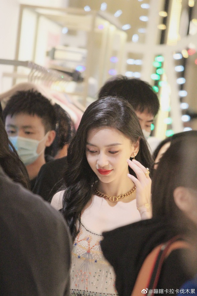 Người đẹp Lưu Ly Mỹ Nhân Sát lu mờ khi đứng cạnh Angelababy - 8