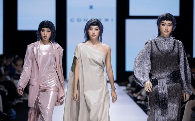 Tân hoa hậu Đỗ Thị Hà lần đầu xuất hiện trên sàn diễn thời trang - 4