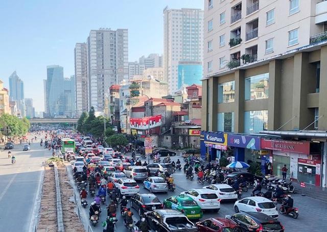 Cận cảnh cao ốc nhấn chìm con đường BT Hà Nội - 1