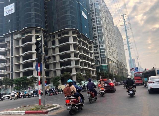 Cận cảnh cao ốc nhấn chìm con đường BT Hà Nội - 6