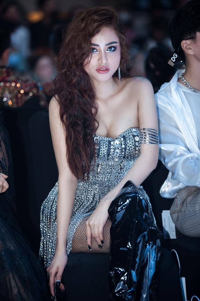 Hoa hậu Di Khả Hân gợi cảm trên thảm đỏ - 1