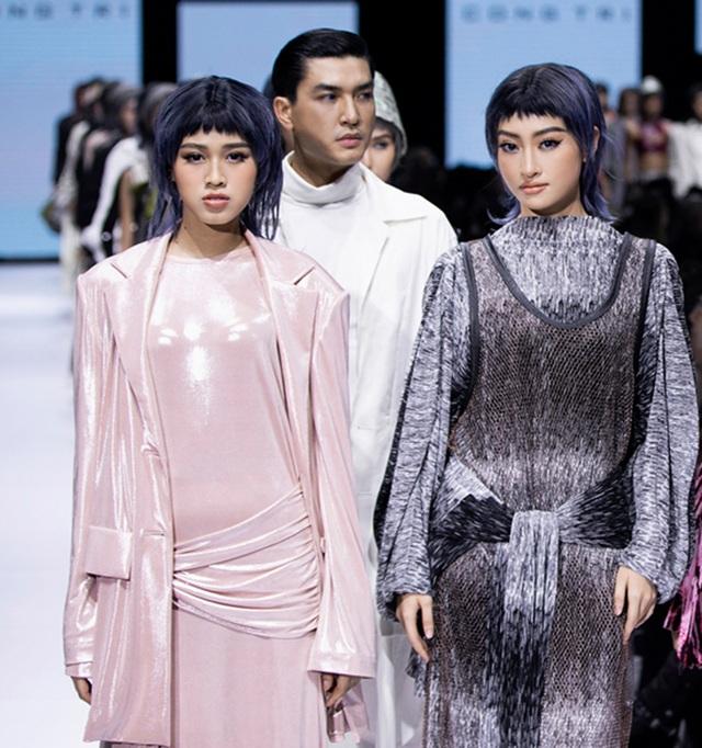 Tân hoa hậu Đỗ Thị Hà lần đầu xuất hiện trên sàn diễn thời trang - 1