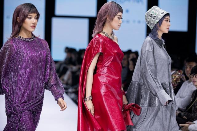 Tân hoa hậu Đỗ Thị Hà lần đầu xuất hiện trên sàn diễn thời trang - 6