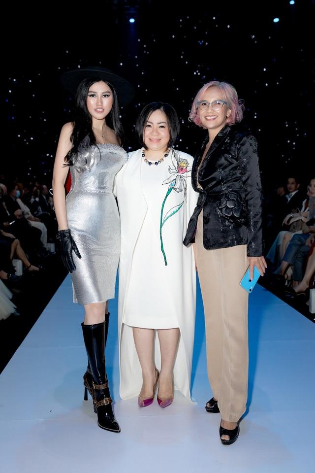 Emily Hồng Nhung hóa thân thành fashionista cá tính - 2