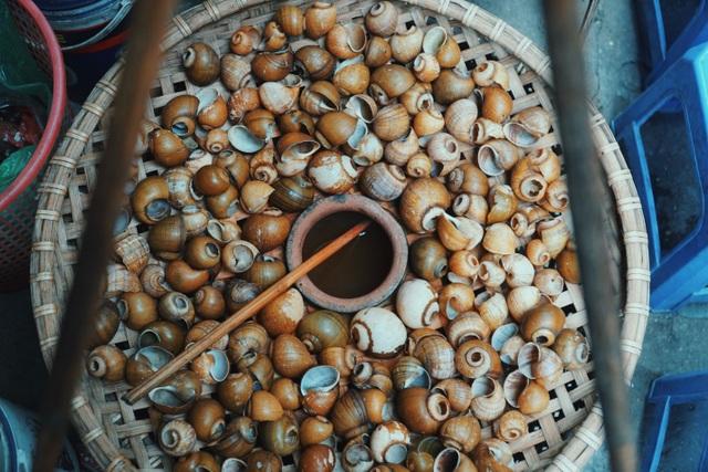 Độc nhất Hà Thành: Bún ốc nguội vừa ăn vừa khóc, 30 năm chỉ bán vỉa hè - 3
