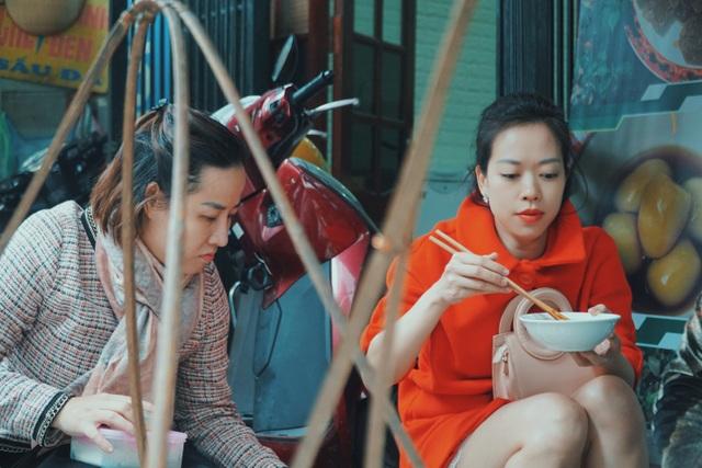 Độc nhất Hà Thành: Bún ốc nguội vừa ăn vừa khóc, 30 năm chỉ bán vỉa hè - 6