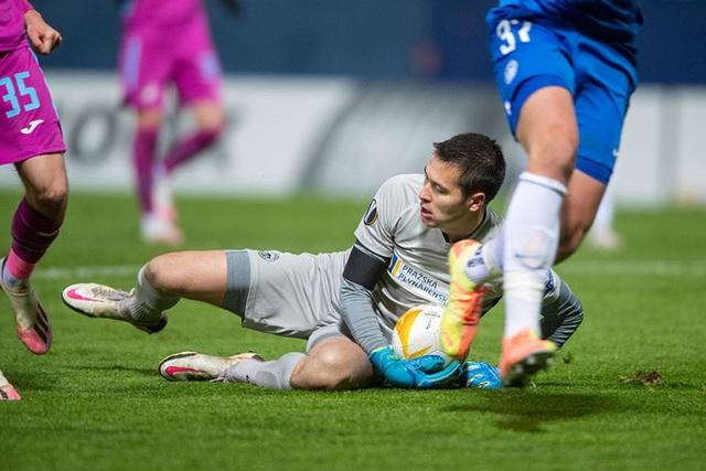 Bale lập công giúp Tottenham đi tiếp, Filip Nguyễn tỏa sáng ở Europa League - 3