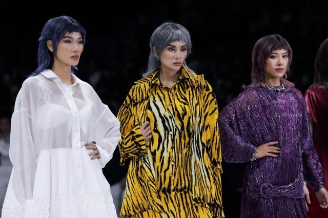 Tân hoa hậu Đỗ Thị Hà lần đầu xuất hiện trên sàn diễn thời trang - 7