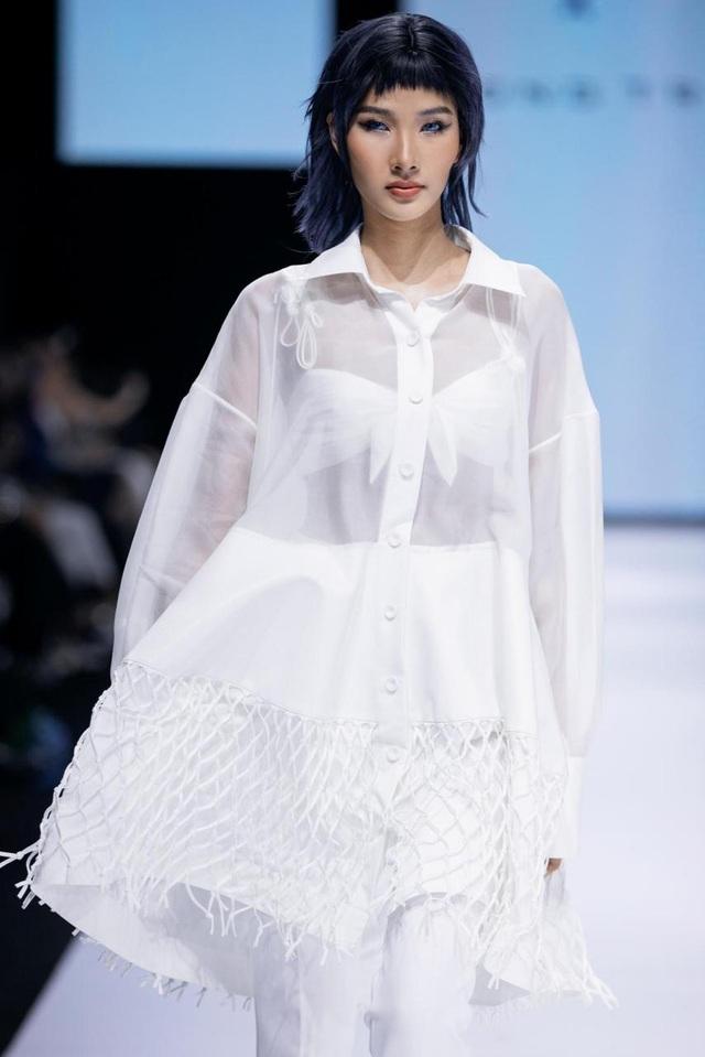 Tân hoa hậu Đỗ Thị Hà lần đầu xuất hiện trên sàn diễn thời trang - 9