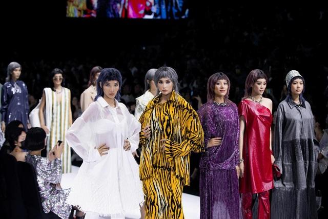 Tân hoa hậu Đỗ Thị Hà lần đầu xuất hiện trên sàn diễn thời trang - 13