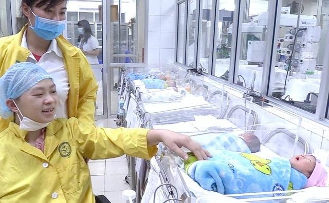 20 y bác sĩ chạy đua với tử thần cứu mẹ con thai phụ bị tai nạn nguy kịch - 3