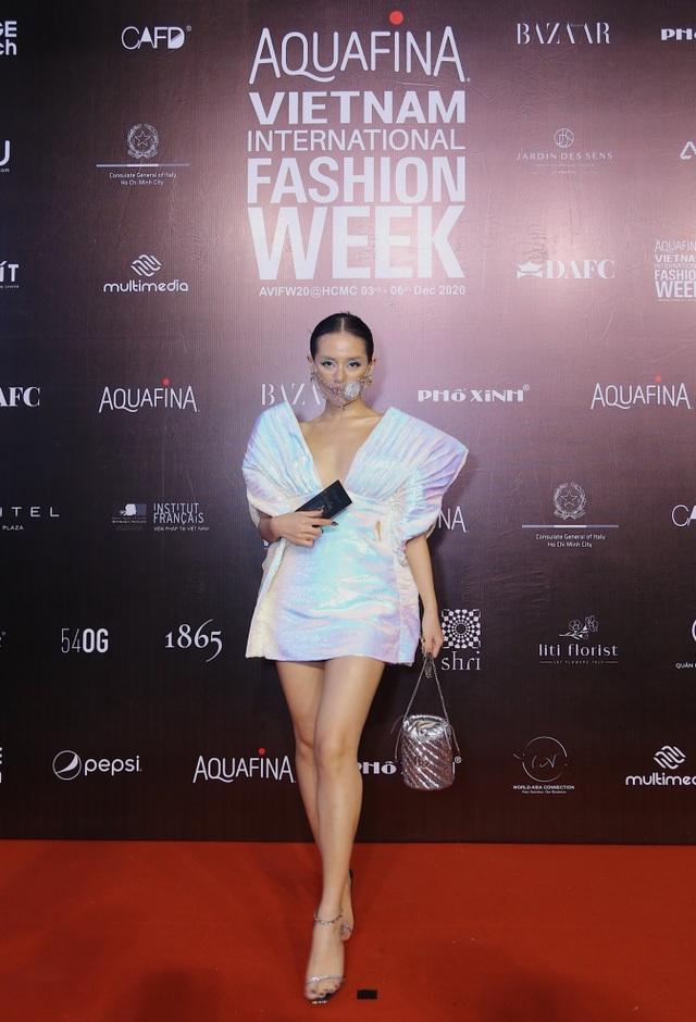 Hoa hậu Tiểu Vy và dàn mỹ nhân đọ vẻ gợi cảm trên thảm đỏ - 2