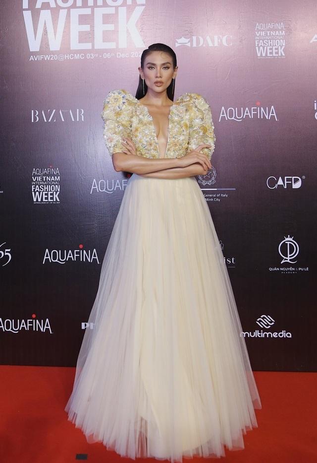 Hoa hậu Tiểu Vy và dàn mỹ nhân đọ vẻ gợi cảm trên thảm đỏ - 3