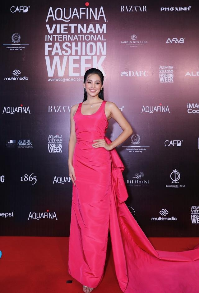 Hoa hậu Tiểu Vy và dàn mỹ nhân đọ vẻ gợi cảm trên thảm đỏ - 4