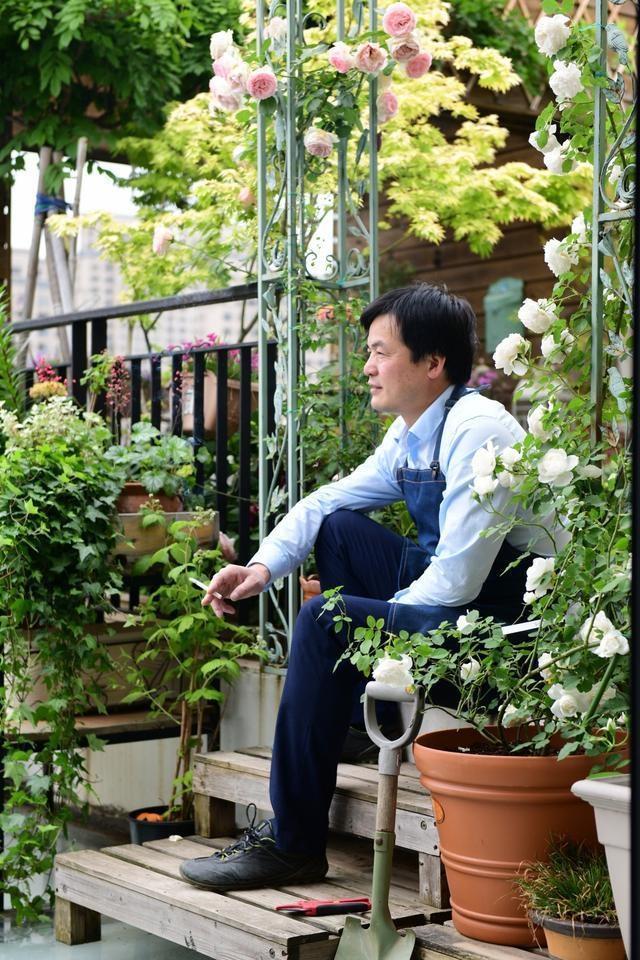 Vườn hoa sân thượng đẹp như thiên đường của vị giám đốc bận rộn - 1