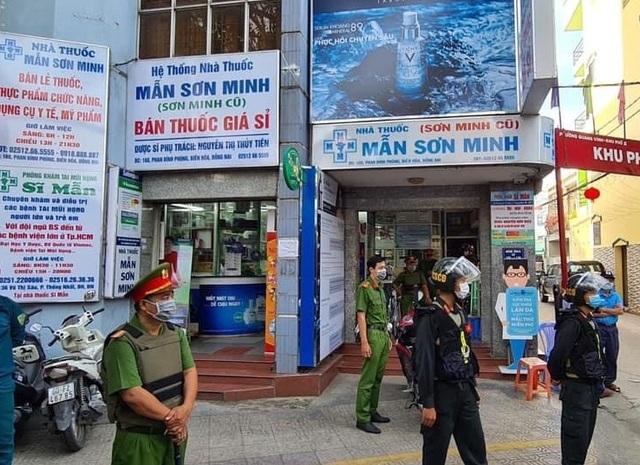 Hàng trăm công an khám xét 3 nhà thuốc tây lớn ở Biên Hòa - 1