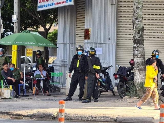 Hàng trăm công an khám xét 3 nhà thuốc tây lớn ở Biên Hòa - 2