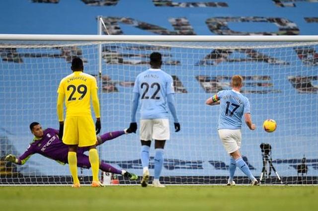 Man City 2-0 Fulham: Sterling - De Bruyne, kẻ tung người hứng - 7
