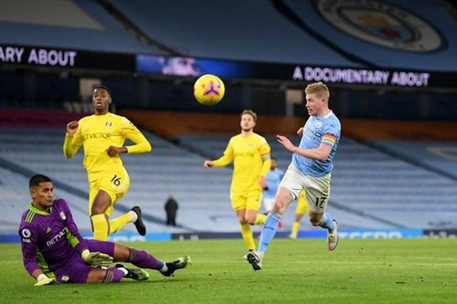 Man City 2-0 Fulham: Sterling - De Bruyne, kẻ tung người hứng - 1
