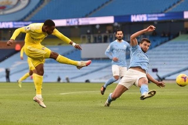 Man City 2-0 Fulham: Sterling - De Bruyne, kẻ tung người hứng - 8