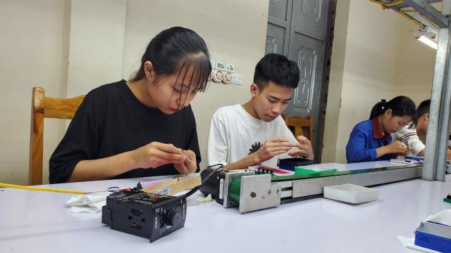 Hà Nội: Doanh nghiệp nhỏ đỏ mắt tìm lao động thời vụ - 2