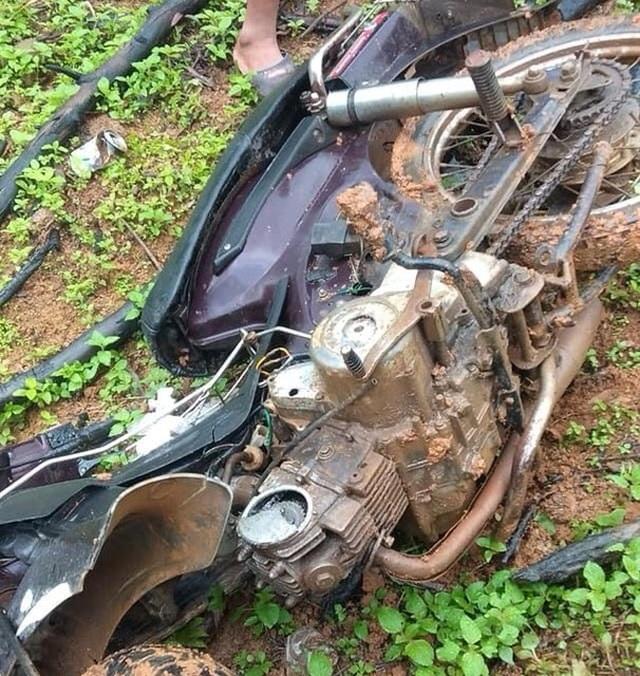 Xe của lực lượng bảo vệ rừng bị đập phá, nghi do lâm tặc trả đũa - 1