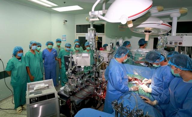 Hành trình ghép tim xuyên Việt đặc biệt của Bệnh viện Trung ương Huế - 4