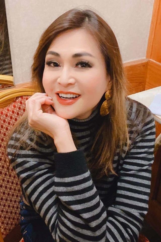 Ca sĩ Lưu Bích tuổi 51 trẻ đẹp, vui vẻ chọn kiếp lẻ loi không chồng con - 9