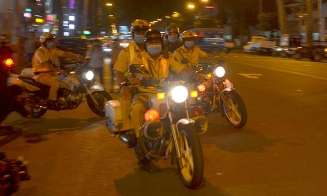 CSGT TPHCM ra quân chống đua xe trái phép - 1