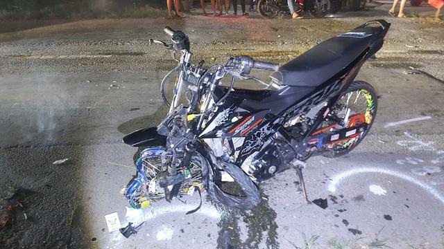 Hai xe máy tông nhau vỡ nát, 2 người tử vong tại chỗ - 2