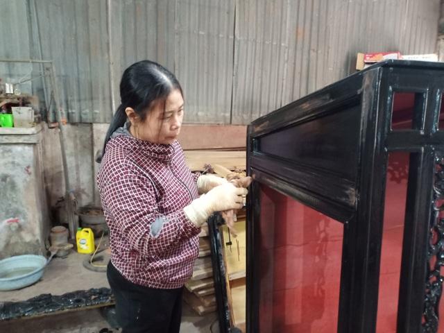 Tháng cuối năm, làng nghề mộc Sơn Đồng rộn tiếng đục, chát - 2