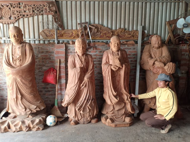 Tháng cuối năm, làng nghề mộc Sơn Đồng rộn tiếng đục, chát - 1