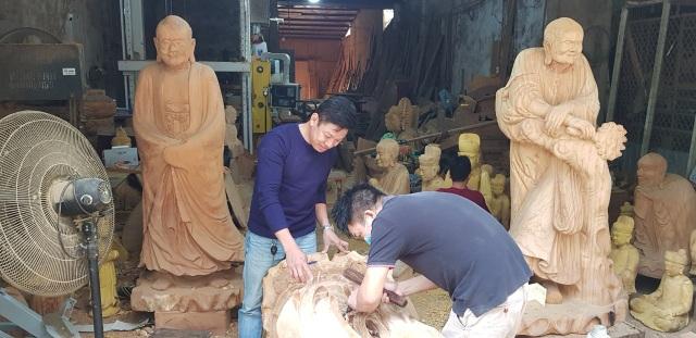 Tháng cuối năm, làng nghề mộc Sơn Đồng rộn tiếng đục, chát - 4