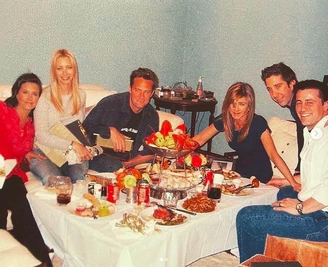Tiết lộ về tình bạn đặc biệt của vợ cũ Brad Pitt và bạn diễn - 8