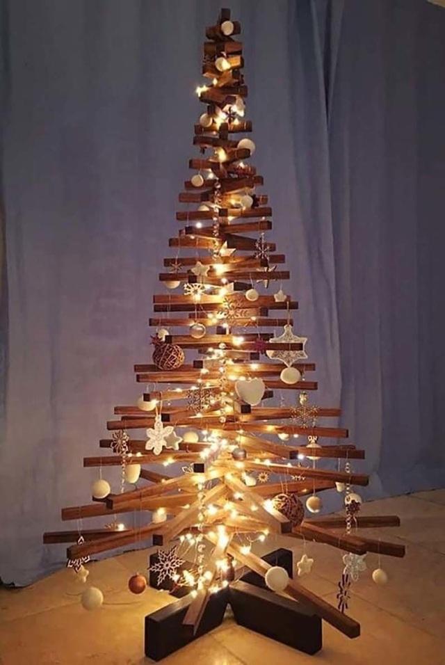Điểm danh những cây thông đang hot hit trên thị trường Noel - 2