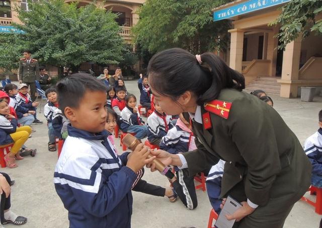 500 giáo viên và học sinh được tuyên truyền Phòng, chống xâm hại trẻ em - 2