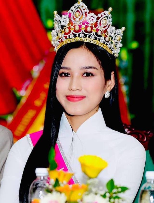 Hoa hậu Đỗ Thị Hà chia sẻ cảm giác suy sụp khi bị truyền thông nhắm đến - 1