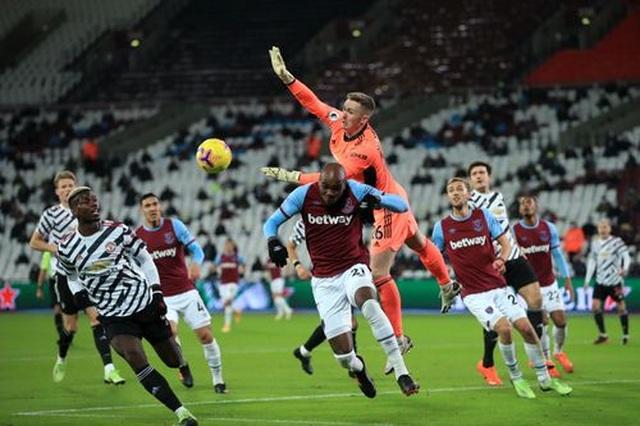 West Ham 1-3 Man Utd: Ba phút may mắn của Quỷ đỏ - 4
