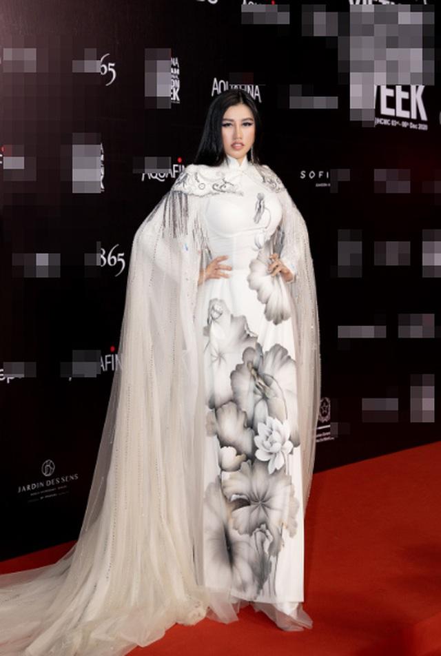 Hoa hậu Emily Hồng Nhung duyên dáng với áo dài đính đá - 2